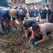 Lagi, Tim K-9 dan Sabhara Polda Papua Temukan Jenazah Korban Banjir Sentani, Papua