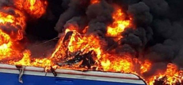 Kebakaran Speedboat Dua Orang Terbakar