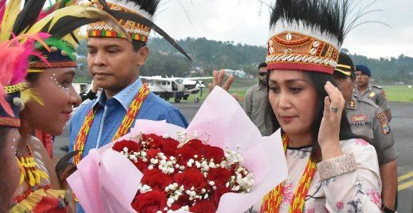 Romansa Adat Sambut Kapolda Papua Barat
