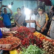 H -1 Lebaran, Kapolda Papua Barat Tinjau Pedagang Pasar Sanggeng