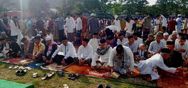 Jamaa Sholat Ied 1440 H di Lapangan Borasi Manokwari Membludak
