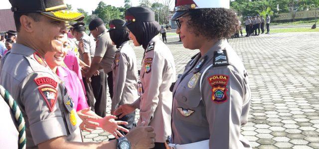 Kapolda dan Ketua Bhayangkari Kagum Melihat Polwan OAP Berambut Keriting