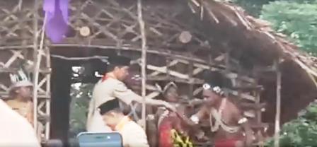 Di HUT Pramuka Presiden Jokowi  Kunjunggi Ruma Kaki Seribu Papua Barat