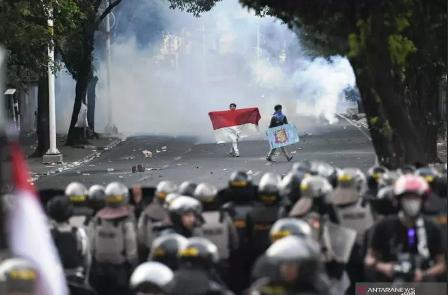 Demo DPR Ricuh, Bunyi Ledakan Beruntun