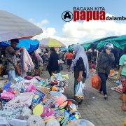 Pagi Ini Ramai Pembeli – Pedagang di Pasar Wosi Manokwari Papua Barat