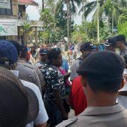 Massa Tinggalkan Kantor DAP Manokwari