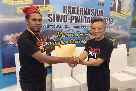 Hanas Warpur Serahkan Hasil Rakerda SIWO PWI Papua Barat Ke SIWO Pusat, Jatim Tuan Rumah Porwanas