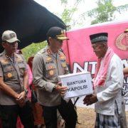 Kabaharkam Polri Serahkan Bantuan untuk Korban Gempa Ambon