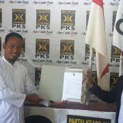 Di PKS Fakfak, Wakil Ketua MRPB dan Plt Kadis KP Ambil Formulir Pendaftaran