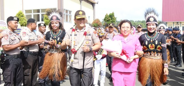 Kapolda Promosikan AKBP Slamet Temarwud  P. S Kapolres Manokwari Selatan