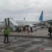 Ban Pesawat Garuda Pecah di Bandara Frans Kaisiepo Biak Papua