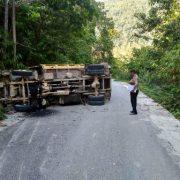 Dump Truck Perusahan Terbalik di Fakfak, Nyawa Rikat Rahawarin Melayang di Ruas Jalan Telpat