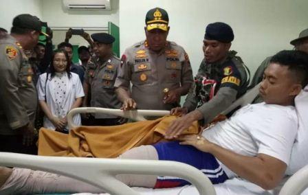 Kapolda Papua Jenguk Anggota Brimob Tertembak KKB