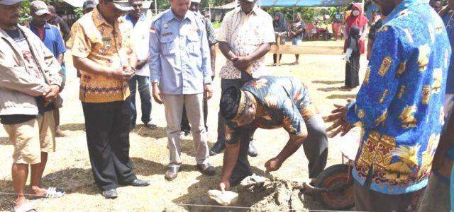 Wakil Bupati Bintuni Letakan Batu Pertama Masjid Al Muttakin