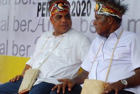 """Deklarasi Maju di Pilkada Fakfak 2020, Pasangan Ber AMAL Yakin """"Berlayar"""" Bersama Golkar dan PDIP"""