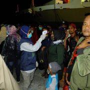 Cegah Covid -19, Ratusan Penumpang KM. Tidar Jalani Pemeriksaan di Pelabuhan Fakfak