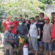 Partisipasi Mandiri Warga BLASMA 223 Manokwari Semprotkan Disinfektan di Rumah Warga