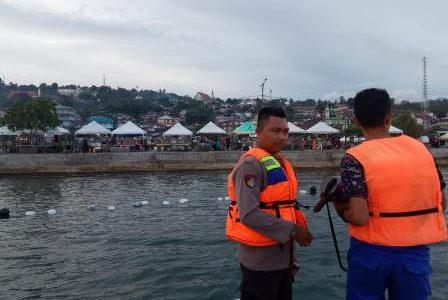 Sampaikan Maklumat Kapolri Tangkal Covid -19, Polair Polres Fakfak Datangi Warga Pencinta Wisata Pantai Reklamasi