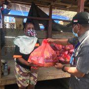 Ini Total Paket Sembako yang Diterima Warga Empat Distrik di Kabupaten Teluk Bintuni