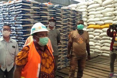 Wali Kota Sorong Mengecek Ketersediaan Stok Bahan Pokok