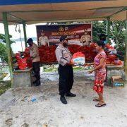 Polres Fakfak Salurkan Bantuan Kapolri Untuk Warga Terdampak Covid -19