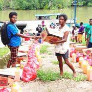 Pemerintah Kampung Tugerama Bintuni Bagi Sembako dan APD