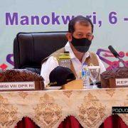 Selain Serahkan Bantuan, Ketua BNPB Bawa Pesan Kearifan Loka Atasi Covid-19 di Papua Barat