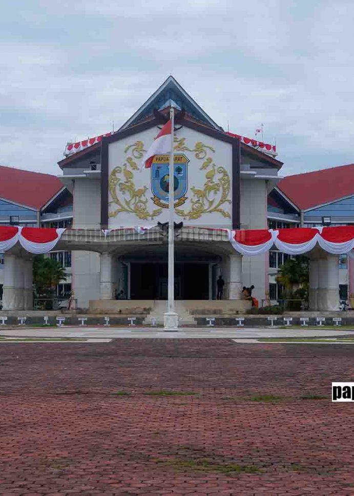 Kantor Gubernur Papua Barat Bersolek Jelang HUT Ke-75 RI