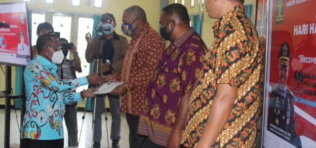 Peringati Hari HAM Sedunia, Kakanwil Kemenhumham Papua Barat Serahkan Lima Penghargaan