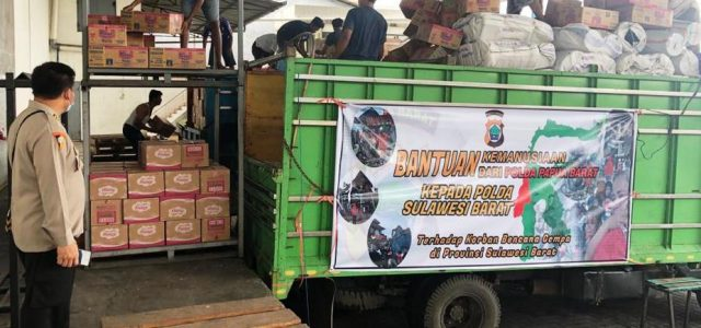 Polda Papua Barat Peduli Warga Terdampak Bencana Alam Sulawesi Barat dan Kalimantan Selatan