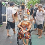 TNI-Polri Evakuasi Korban Banjir