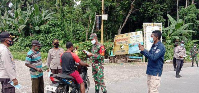 Koramil Wasior dan Polsek Wasior Gelar Penegakan Disiplin Prokes di Jalan Utama Wasior