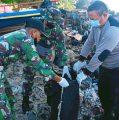 Sambut HPSN, PWI Kaimana, TNI dan Polri Bersih-bersih Kawasan Pantai