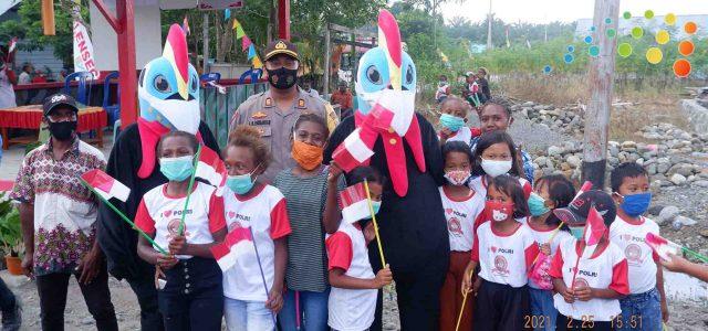 Kegembiraan Anak-anak Kampung Prafi Indah Foto Bersama Badut