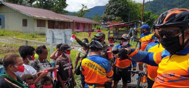 Fun Bike Perwira Kodim Manokwari Bersama Babinsa Koramil Warmare Bagikan Masker