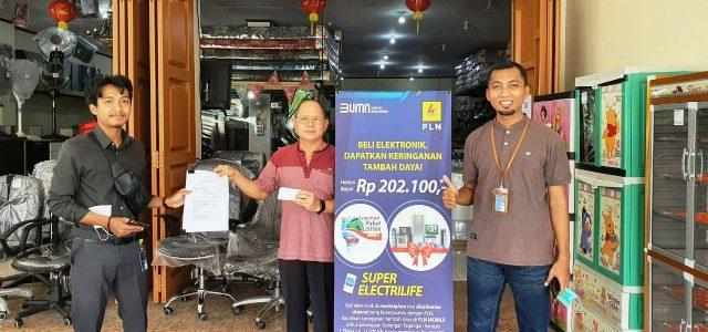 Belanja Elektronik di Toko, Kerja Sama PLN Manokwari Dapat Tambah Daya