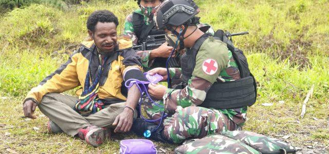 TNI di Puncak Jaya Beri Bantuan Kesehatan untuk Warga Pedalaman Papua