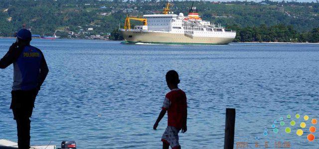 KM Gunug Dempo Saat Meninggalkan Pelabuhan Manokwari
