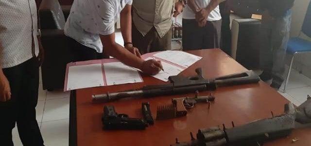 Kelompok Kriminal Bersenjata Wilayah Mamta Serahkan Empat Pucuk Senjata Api