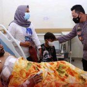 Kapolri Jenguk Iptu Budi Basra dan Yacob, Dua Anggota Polri yang Tertembak di Kiwirok