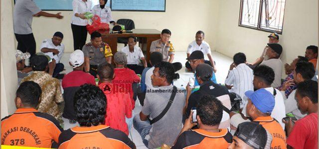 Mangente Kamtibmas, Kapolda Maluku Makan Bersama Buruh Pelabuhan