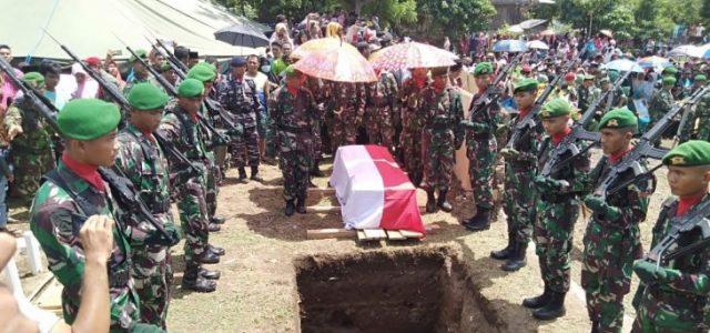 Ribuan Warga Iringi Pemakaman Sertu Mirwariyafin, Korban Penembakan KKB di Papua