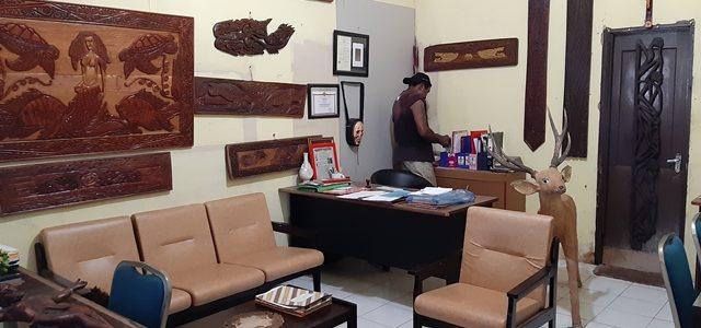 Feature (4) Seniman Papua Barat Elly Krey. Demi Lestarikan Budaya, Ia Rela Hidup di Bawah Jembatan Layang