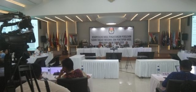 Rekapitulasi 33 Provinsi,  Jokowi-Ma'ruf Unggul di Maluku, Rekapitulasi Tersisa Provinsi Papua