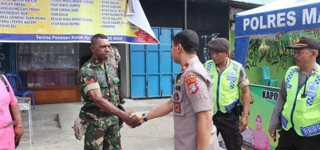 Tinjau Pos Pengamanan Idul Fitri, Kapolda Papua Barat Tekankan Pelayanan Anggota Bagi Warga
