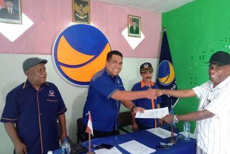 Kadis PUPR dan Mantan Wakil Bupati Fakfak Ambil Formulir di DPD NasDem