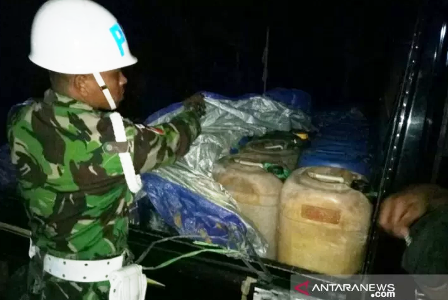 Personel TNI Gagalkan Penyelundupan 500 Liter Minyak Tanah