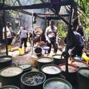 Polsek Salawati Sorong Bongkar Tempat Penyulingan Miras di Tengah Hutan