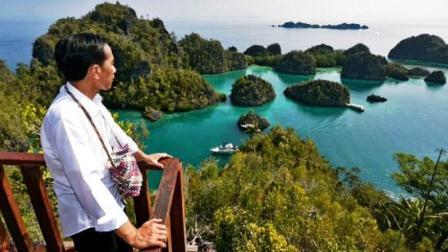 Ketika Jokowi dan KH Ma'ruf Amin Menikmati Indahnya Raja Ampat Papua Barat