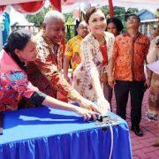 Gubernur Dominggus Mandacan Resmikan dan Lounching Galeri Dekranasda Papua Barat